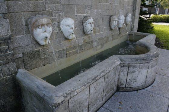 Fuente de los Canos de San Francisco. Look at them spit!